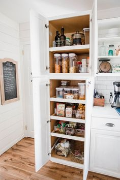 Kitchen pantry storage ideas in small pantry Kitchen Pantry Design, Kitchen Pantry Cabinets, Kitchen Organization Pantry, Modern Kitchen Cabinets, Home Decor Kitchen, Interior Design Kitchen, Pantry Ideas, Kitchen Ideas, Diy Kitchen Island