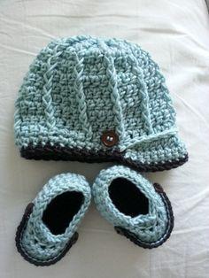 Baby newsboy crochet hat. Link to free pattern.