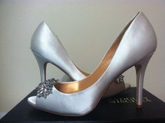 Badgley Mischka Buzz White Satin Women's Dressy Evening Heels Pumps Size 9 M #BadgleyMischka #DressyEveningHeelsPumps
