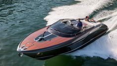 Straddling the terrain between big day boat and weekend cruiser, the new 39-foot…