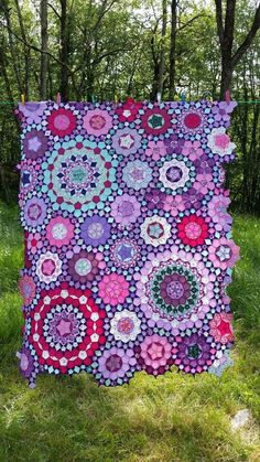 39 Find Lovely English Paper Piecing Quilts Free Patterns in my Website. Informations About 39 English Paper Piecing Quilts Ideas Pin You can easily u Patchwork Hexagonal, Patchwork Patterns, Hexagon Quilt, Quilt Patterns Free, Patchwork Quilting, Paper Pieced Quilt Patterns, Batik Quilts, Purple Quilts, Colorful Quilts