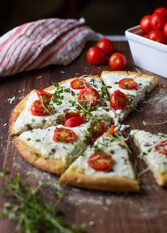 Tomato Basil & Ricotta Pizza - add spinach and carmelized onion for lasagna style? Pizza Recipes, Cooking Recipes, Healthy Recipes, Healthy Food, Comida Pizza, Pizza Food, Pizza Pizza, Ricotta Pizza, Good Food