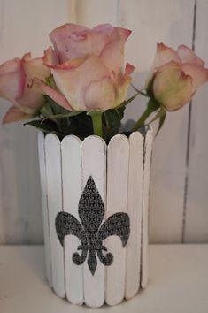 Кашпо-ваза для цветов из палочек для мороженого