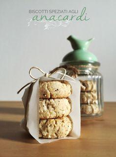 Biscotti vegani con anacardi e cannella