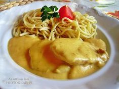 Az otthon ízei: Vadas sertésszelet spagettivel Meat Recipes, Dinner Recipes, Hungarian Recipes, Hungarian Food, Cod Fish, Food 52, Macaroni And Cheese, Main Dishes, Bacon