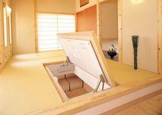 Tatami Room Storage Idea, perfect for the tiny house. Japanese Style House, Traditional Japanese House, Japanese Interior Design, Japanese Homes, Interior Design Living Room, Interior Decorating, Tatami Room, Tatami Bed, Washitsu