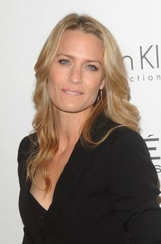 Robin Wright - 2009 Princess Buttercup is awesome! Beautiful Old Woman, Beautiful Eyes, Most Beautiful Women, Beautiful People, Robin Wright Young, Robin Wright Hair, Beautiful Celebrities, Beautiful Actresses, Actrices Blondes