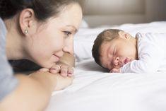 Zuhause mit dem Baby: Hier findest Du hilfreiche Tipps zu Wochenbett, Baby-Erstausstattung, Rückbildung