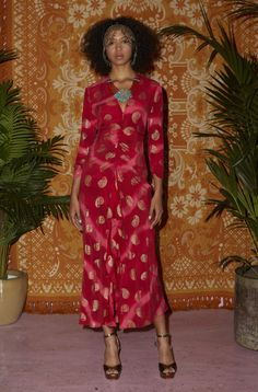 Check Out the Rose Ombre Paisley, Silk Centre Split Midaxi Dress. Shop Now at RIXO, Get Off Your First Order! Backstage, Her Cut, Bright Pink, Women Empowerment, Pretty Dresses, Paisley, Fashion Show, Wrap Dress, Outfits