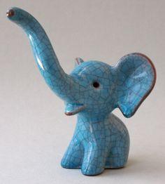 Light blue crackle elephant. Etchings Volker Kühn - Category: Porcelain