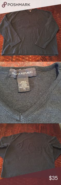 Banana Republic Men's Long Sleeve V-Neck Sweater XL Banana Republic Men's Long Sleeve V-Neck Sweater. Sweater is in excellent condition with no signs of wear. Comes from a Smoke Free/Pet Friendly home. Offers always welcome. Banana Republic Sweaters V-Neck