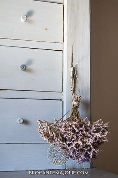 Lilas de Mer bouquet, a Baie de Somme plant (Picardie) Country Paint Colors, French Country Colors, French Country Wall Decor, French Country Interiors, French Country Farmhouse, French Country Living Room, Paint Colors For Home, French Decor, French Country Decorating