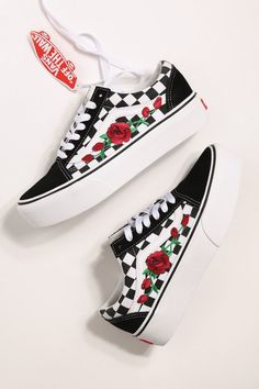 Custom Rose Vans Old Skool à carreaux rouge   Rose Rose Vans Jeans And  Sneakers Outfit 0cf8cae92b6