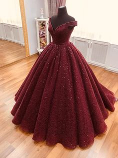 Dress sparkle Sparkle Ball Gown V Neck Burgundy Off the Shoulder Prom Dress, Quinceanera Dresses Sparkle Ballkleid mit V-Ausschnitt Burgund Schulterfrei, Quinceanera Kleider im Angebot - PromDress. Ball Gowns Prom, Ball Dresses, Evening Dresses, Ball Gowns Evening, Prom Ballgown Dresses, Red Ball Gowns, Afternoon Dresses, Flapper Dresses, Tulle Prom Dress