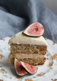 Earl Grey Cake with Honey Cream Cheese Icing Food truck idea: maybe in a cupcake form? Baking Recipes, Cake Recipes, Dessert Recipes, Yummy Treats, Sweet Treats, Yummy Food, Earl Grey Cake, Earl Grey Cookies, Snacks