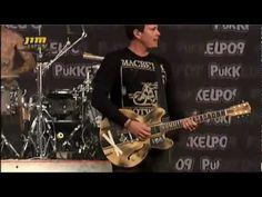 Een live preformance van Blink-182 in Belgie in 2010. Ze waren op Reünie Tournee door Europa. Ze waren in 2005 uit elkaar gegaan en in 2009 weer bij elkaar gekomen.