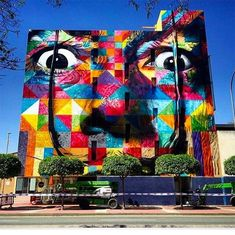 12 Favourites By Street Artist Eduardo Kobra São Paulo-based street artist Eduardo Kobra creates large psychedelic murals across the globe, depicting portraits of famous faces and iconic figures. Kobra Street Art, Street Wall Art, Wolf Of Wall Street, Art And Illustration, Murcia, Cafe Art, Street Artists, Tote Bag, Graffiti Art