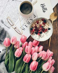 Flatlay Inspiration · via Custom Scene · Breakfast flatlay with tulips Flat Lay Photography, Coffee Photography, Breakfast Photography, Winter Photography, Photography Flowers, Frühling Wallpaper, Beautiful Flowers, Beautiful Pictures, Photo Deco