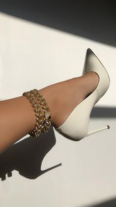 Dr Shoes, Hype Shoes, Me Too Shoes, Shoes Heels, Fashion Heels, Sneakers Fashion, Stiletto Heels, High Heels, Narrow Shoes