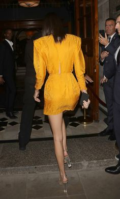 Arriving at the Chaos Sixtynine party at L'oscar London Outfits With Hats, Chic Outfits, Trendy Outfits, Fashion Night, Autumn Fashion, Ulla Johnson, Classic Outfits, Kendall Jenner, Pretty Dresses