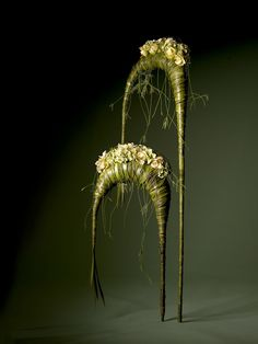 Risultati immagini per pim van den akker Contemporary Flower Arrangements, Creative Flower Arrangements, Ikebana Arrangements, Beautiful Flower Arrangements, Art Floral, Floral Design, Chicken Wire Art, Flower Art, My Flower