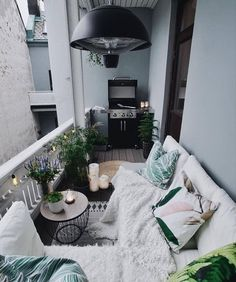 Comfy Apartment Balcony Decorating Ideas on A Budget Bequeme Wohnung Balkon Dekorieren Ideen mit kleinem Budget – JANDAJOSS. Apartment Balcony Decorating, Apartment Balconies, Cozy Apartment, Apartment Interior, Apartment Living, Living Rooms, Apartment Design, Interior Balcony, Apartments Decorating
