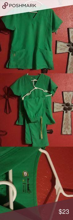 Green Scrub set Cute green scrub set. Yellow draw string four stretch Other