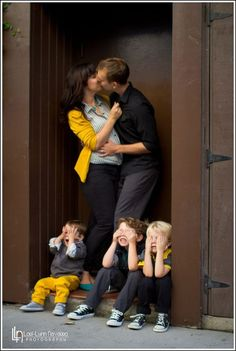 Parents kissing children not wtahcing Family Photo Shoot IdeaYou can find Family pictures and more on our website.Parents kissing children not wtahcing Family Photo Shoot Idea Family Photo Colors, Family Picture Poses, Fall Family Pictures, Family Picture Outfits, Family Photo Sessions, Family Posing, Family Love, Family Portraits, Family Pics