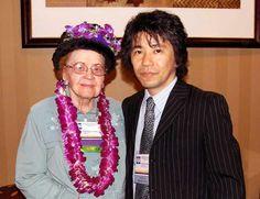 Madeleine M. Leininger(レイニンガー)博士(1925年7月13日-2012年8月10日,享年87)は,多様性と普遍性の文化ケア理論(theory of culture care diversity and universality)を提唱したアメリカの看護学者である(2009年10月14日撮影).Transcultural Nursing Society(TNS)(1974年)およびInternational Association for Human Caring(IAHC)(1978年)の創設者である. ヒューマンケアリングの三大看護理論家のひとりである.