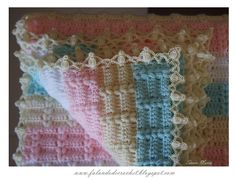 Sweet baby blanket tutorial by Falando de Crochet. In Spanish with lots of pictures and charts.