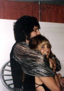 """Stevie Nicks and Lindsey Buckingham in 1977 Silvers Springs is now thought of to be the song that """"could have been"""", for it was never r. Stevie Nicks Lindsey Buckingham, Buckingham Nicks, Rumours Album, Jeff Lynne, Stevie Nicks Fleetwood Mac, Famous Photos, Bonnie N Clyde, Best Couple, Beautiful Couple"""
