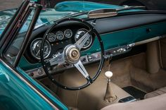 """Details of old times - <a href=""""http://www.stellesulliston.it/"""">Stelle sul Liston</a>. Concorso d'Eleganza Automobilistica & Femminile.  Padova 10 – 11 Ottobre 2015.  Maserati 3500 GT Spider Vignale del 1960 proveniente dal <a href=""""http://www.museonicolis.com/"""">Museo Nicolis</a>  di Villafranca.  Particolare dell'interno."""