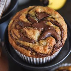 Nutella Banana Swirl Muffins Nutella Banana Swirl Muffins: you just need one-bowl and 30 minutes to make these ultimate banana muffins! Related posts: Banana & Nutella Swirl Loaf Cake Banana and Nutella Cake Kein Nutella-Oreo-Swirl-Kuchen backen Just Desserts, Delicious Desserts, Yummy Food, Delicious Chocolate, Banana Nutella Muffins, Nutella Bread, Healthy Banana Muffins, Lemon Muffins, Chocolate Chip Muffins
