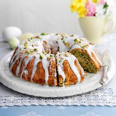Courgette and pistachio cake Best Cake Recipes, Dessert Recipes, Desserts, Baking Recipes, Courgette Cake Recipe, Vegetable Cake, Veggie Cakes, Easter Biscuits, Pistachio Cake