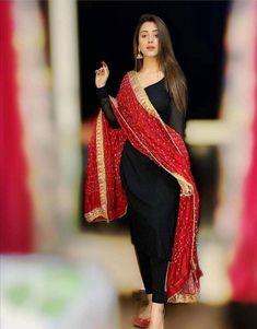 Pakistani Fashion Casual, Pakistani Dresses Casual, Indian Fashion Dresses, Dress Indian Style, Pakistani Dress Design, Fashion Outfits, Pakistani Bridal, Latest Outfits, Fashion Trends