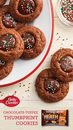 Give classic thumbprint cookies a chocolate twist with this chocolate ganache and toffee recipe. Start with Betty Crocker™ Sugar Cookie mix and HERSHEY'S Cocoa! Toffee Cookies, Holiday Cookies, Holiday Treats, Cookies Soft, Holiday Recipes, Holiday Baking, Christmas Desserts, Christmas Baking, Christmas Decorations