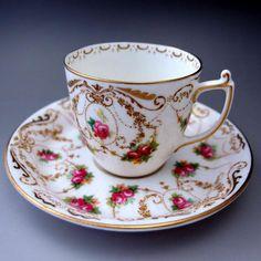 英国アンティークスでは、すべてのお品物が50%引き(最大75%)のセール開催中ですが、こちらのクイーン・アン・マンションの特別なマークの入ったロイヤル・ドルトン社のカップ&ソーサーもお得なプライスでご提供中です!       ⇩ http://eikokuantiques.com/?pid=91671186