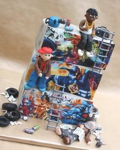 Love the details and figures on this graffiti cake.