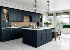 Shaker Kitchen Doors, Blue Shaker Kitchen, Shaker Style Kitchens, Kitchen Units, Dark Blue Kitchen Cabinets, Blue Kitchen Ideas, Blue Kitchen Designs, Navy Cabinets, Repainted Kitchen Cabinets