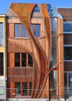Il Deign si ispira allo stile villa libe -art; tutta la casa è arredata dal legno, anche l'interfaccia, con grandi vetrate; questa interfaccia innovativa sembra molto impressionante, e dà anche un pizzico di decorazione d'interni questa casa si ispira alla natura.