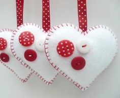 Buttony Heart Felt Decorations - set of 3 Valentine Crafts, Christmas Projects, Holiday Crafts, Valentines, Felt Christmas Decorations, Felt Christmas Ornaments, Hanging Decorations, Christmas Sewing, Christmas Crafts
