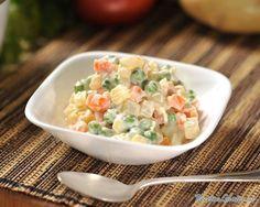 Aprende a preparar ensalada rusa de pollo con esta rica y fácil receta. La ensalada rusa tradicional se elabora a base de patatas, atún y zanahoria combinados con...