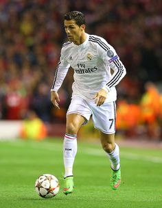 Cristiano Ronaldo of Real Madrid in action during the UEFA Champions League Group B match between Liverpool and Real Madrid CF on October 2014 in Liverpool, United Kingdom. Altar, Ronaldo Real Madrid, Cristiano Ronaldo Cr7, Good Soccer Players, Uefa Champions League, Liverpool, Football, Baseball Cards, Running