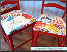 red bar stools laminated fabric - if I find some cheap I can spray paint and put on cute fabric Bar Stool Makeover, Furniture Makeover, Painted Chairs, Painted Furniture, Bar Stool Seats, Bar Chairs, Dining Chairs, Moving New House, Red Bar Stools