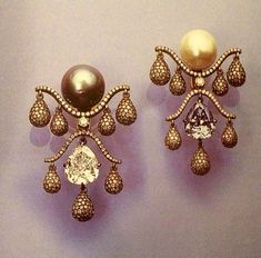 This piece which was in the Jacqueline Delubac collection sold at Geneva in Jar Jewelry, Fine Jewelry, Pearl And Lace, Jewelry Boards, Pearl Drop Earrings, Jewel Box, Jewelry Design, Designer Jewellery, Vintage Jewelry