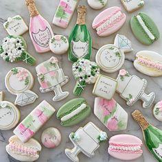 Macarons, Macaron Cookies, Spice Cookies, Cupcake Cookies, Sugar Cookies, Cookies Et Biscuits, Cupcakes, Custom Cookie Cutters, Custom Cookies