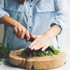 Recetas fáciles | Jardinería | Celebraciones | Consejos útiles | Familia | Food styling Beatriz Descamps - enmicasa.com Tzatziki, Curry, Wok, Veggie Omelette, Chips, Stew, Stir Fry, Easy Recipes, Useful Tips