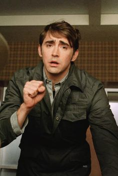 """Lee Pace as Ned in Pushing Daisies """"Bitches"""" (1x06)"""