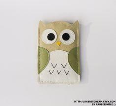 iPhone 4 Case, iPhone 4S Case,  iPhone 4 Cover, iPhone Case -  Owl In Green. $18,00, via Etsy.