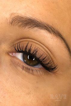 Natural Looking Eyelash Extensions, Eyelash Extensions Classic, Perfect Eyelashes, Natural Eyelashes, Rave Hair, Falsies, Summer Glow, Lash Lift, Aesthetic Colors